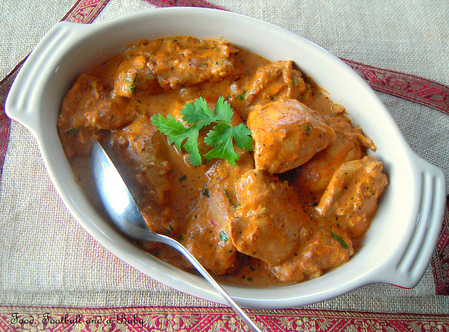 http://www.thetiffinbox.ca/2011/12/live-blogging-classic-butter-chicken.html